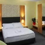 Wir bieten Zimmer für Paare und Hochzeitsreisende.